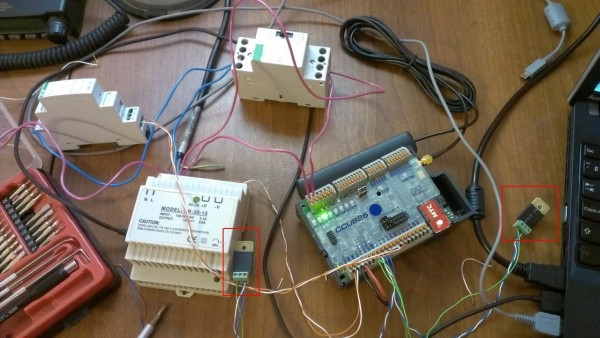 Макет схемы с CCU825 и другими компонентами